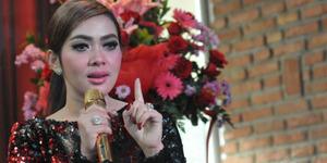 Heboh Syahrini Salah Tulis Sekretaris dengan 'Sekertaris'
