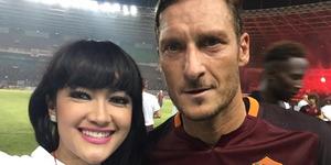 Julia Perez Pamer Foto Selfie Bareng Francesco Totti