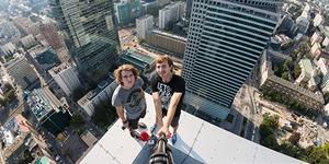 Selfie Menakjubkan dari Atas Gedung Pencakar Langit