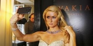 Wanita Butuh 6 Jepretan Untuk Hasilkan Foto Selfie Sempurna