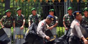 Bentrok TNI-Polri di Polman Tewaskan 1 Tentara