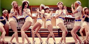 T-ara Jadi Pelayan Seksi di MV 'So Crazy'