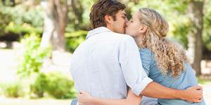 4 Jenis Ciuman Yang Bikin Ketagihan