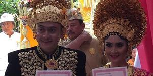 Foto Pernikahan Sakral Kadek Devi-Dewa Yoga