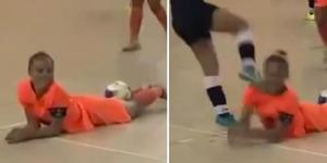 Kesal Diledek, Atlet Futsal Wanita Tendang Kepala Lawannya