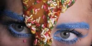 Miley Cyrus Resmi Rilis Video Klip 'Dooo It'