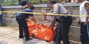 Mayat Wanita Bugil Mengapung di Kali Central Park