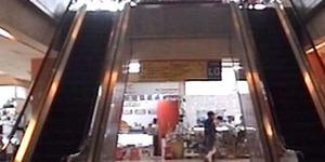 Ibu Sibuk Pilih Sandal, Balita Tewas Terjatuh dari Lantai 4 Mal