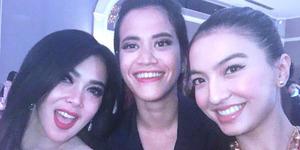 Selfie Bareng Raline Shah, Syahrini: Edit Dulu Biar Syantiiek!