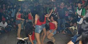 Bejat, Ratusan Bocah SMP Gelar Pesta Striptis