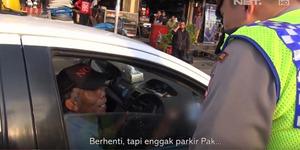 Debat Seru Polisi Tilang Sopir Taksi Tengah Parkir, Siapa Salah?