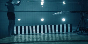 Ekstrem, Pria Ini Tembak Dirinya Sendiri di Air