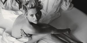 Foto Seksi Charlize Theron Bugil di Majalah W