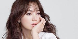Foto Song Hye Kyo Secantik Bidadari di Iklan Perhiasan J.Estina