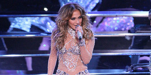 Jennifer Lopez Pakai Kostum Transparan Seksi di Las Vegas