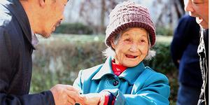 Punya Cinta Sejati, Netizen Kado Nenek Ini Cincin Berlian