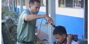 Rambut Anaknya Dicukur Guru, Iwan Balas Mencukur Gurunya