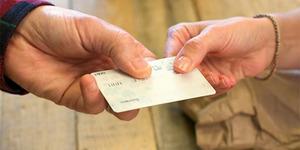 Rekor Dunia, Kakek Ini Punya 1.497 Kartu Kredit