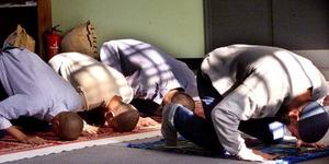 Tuntut Waktu Salat, 200 Pekerja Muslim Dipecat