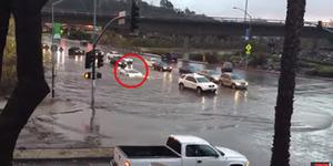 Video Kelebihan Lamborghini Terjang Banjir