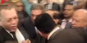 Ajak Makan Malam Duta Israel, Pejabat Mesir Dilempar Sepatu