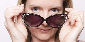 Awas! Kacamata Hitam Murahan Bikin Penglihatan Kabur