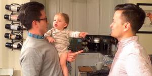 Bikin Gemas, Bayi Lucu Bingung Bapaknya Kembar