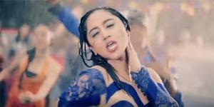 Dewi Perssik Goyang Gergaji Sambil Basah-Basahan di Video Saldut