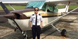 Foto: Athira Farina, Mantan Drummer Jadi Pilot Cantik