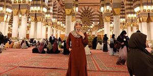 Foto Cantik Chika Jessica Berhijab Saat Umrah Dipuji Netter