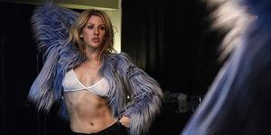 Foto Seksi Ellie Goulding Pakai Bra Tipis Ini Bikin Panas Dingin