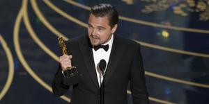 Mengharukan, Leonardo DiCaprio Raih Piala Oscar Pertamanya