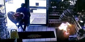 Rokok Elektrik Meledak, Selangkangan Pria ini Terbakar