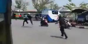 Video Debt Collector Ngacir Dikejar Polisi