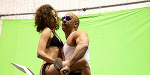 Vin Diesel Gendong Cewek Seksi Berbikini di Syuting XXX 3