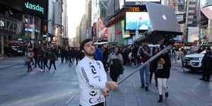 Waduh, Tongsis untuk Laptop Marak di New York