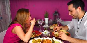 3 Manfaat Sehat Makan Dengan Tangan