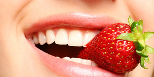 Cara Mudah Hilangkan Plak Gigi Pakai Strawberry