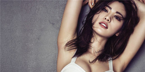 Foto Nana After School Pamer Belahan Dada Seksi di Majalah Sure