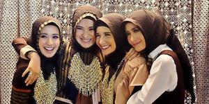 Foto Zaskia Sungkar, Shireen, Laudya Bella, Ryana Dea Cantik Berhijab