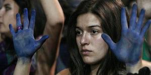 Gadis India Rekam Adegan Diperkosa Bapak Tirinya