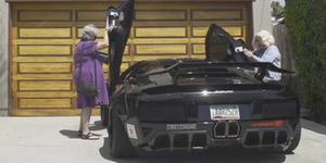 Hayoo! Emak Siapa Ini? Ke Pasar Bawa Lamborghini