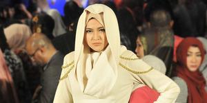 Heboh Marshanda Berhijab di Indonesia Fashion Week 2016