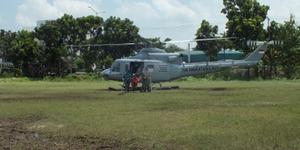 Helikopter TNI Mendarat di Lapangan Sepakbola, Pilotnya Kangen Emak