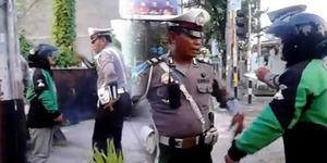 Sopir GoJek Lawan Polisi Ogah Ditilang, Ngakunya Wartawan