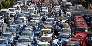 Warga Rugi Akibat Demo, Taksi Blue Bird Besok Gratis