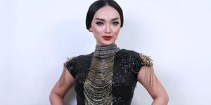 Zaskia Gotik Dihukum Nyanyikan Indonesia Raya 1.000 Kali