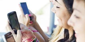 5 Bahaya Sering Main Smartphone Bagi Kesehatan