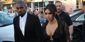 Kim Kardashian Pamer Foto Payudara di Pernikahan Teman