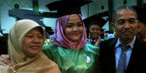 Baru 17 Tahun, Rafidah Lulus Sarjana Kedokteran Termuda